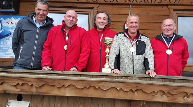 Vizebgm. Adi Schiener zählte zu den ersten Gratulanten der erfolgreichen Axamer Schützen Christian Mair, Günter Gröbl, Arno Lanner, Franz Mair